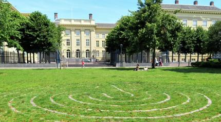 Kloosterwandelen in de stad Den Haag
