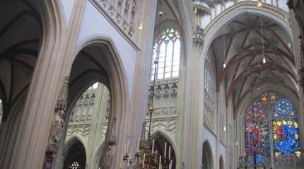 langs monumentale kerken en kloosters